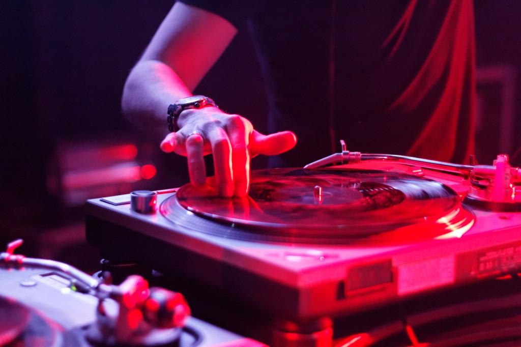 La nuova frontiera del DJ  Age of Audio.