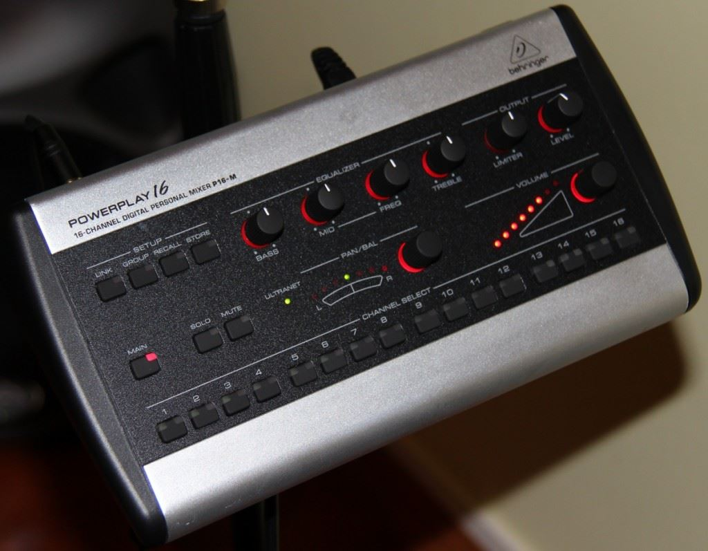 Behringer Powerplay P-16 2