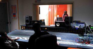Luigi Circiello e Rino Morra cantante Sabrina Carnevale Studio Orange Work Napoli Backstage recensioni musicali di Antonio Campeglia Foto di Corrado Amitrano 310x165 - Lucid 88192 - Convertitore A/D D/A