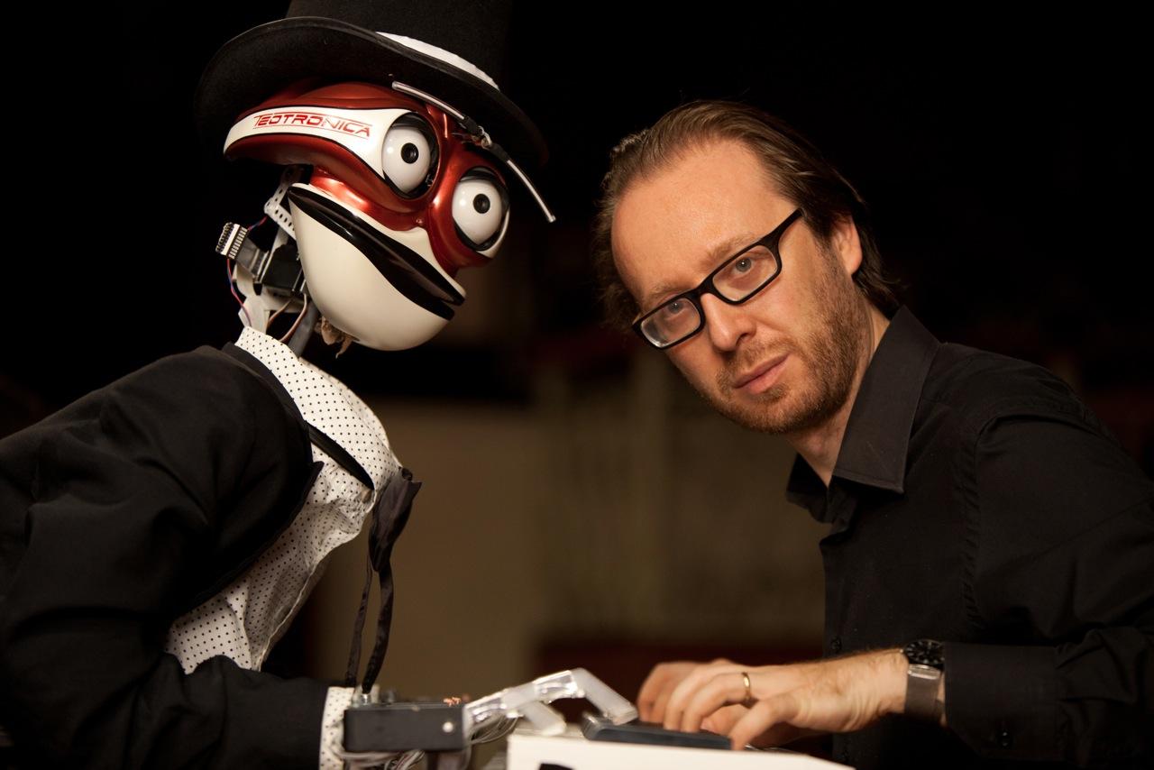 Robot vs Uomo - Pianista-umano vs pianista-robot