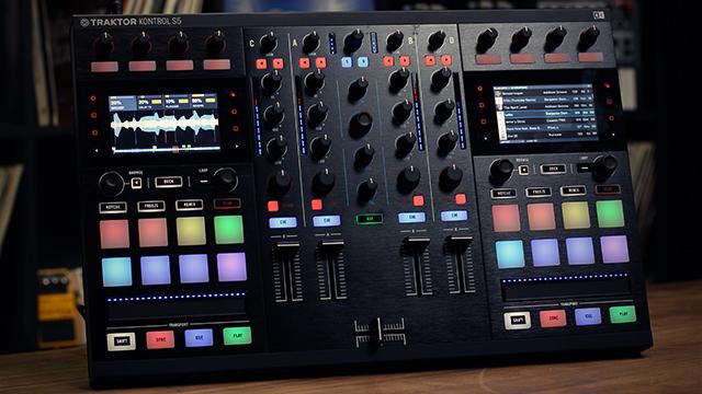 Traktor Kontrol S5 Age of Audio - MIDI MUSIC – Presentazione prodotti di nuova generazione