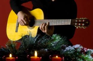 xmas guitar 1 310x205 - Musica sotto l' albero - Idee regalo natalizie per chitarristi.
