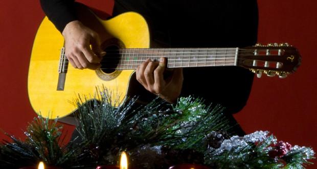 xmas guitar 1 620x330 - Musica sotto l' albero - Idee regalo natalizie per chitarristi.