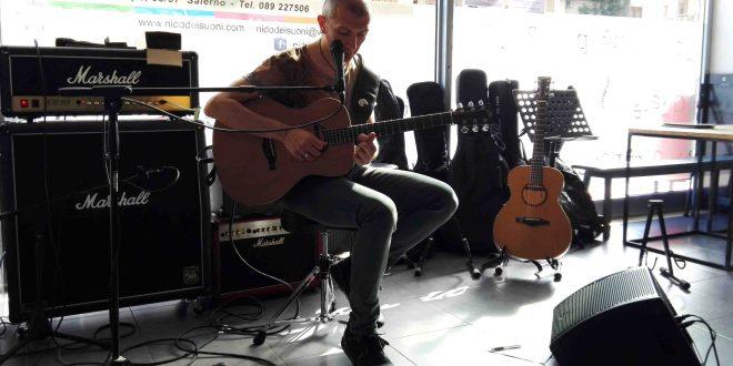 Massimo Varini 660x330 - Reportage Masterclass di chitarra con Massimo Varini
