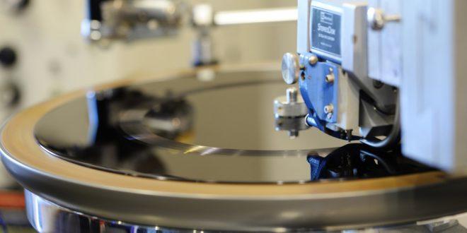 Lathe Tornio per lacche 660x330 - Piccola guida alla stampa su vinile.