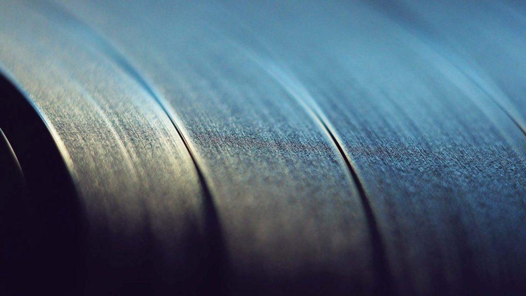 Superficie del vinile 1024x576 - Piccola guida alla stampa su vinile.