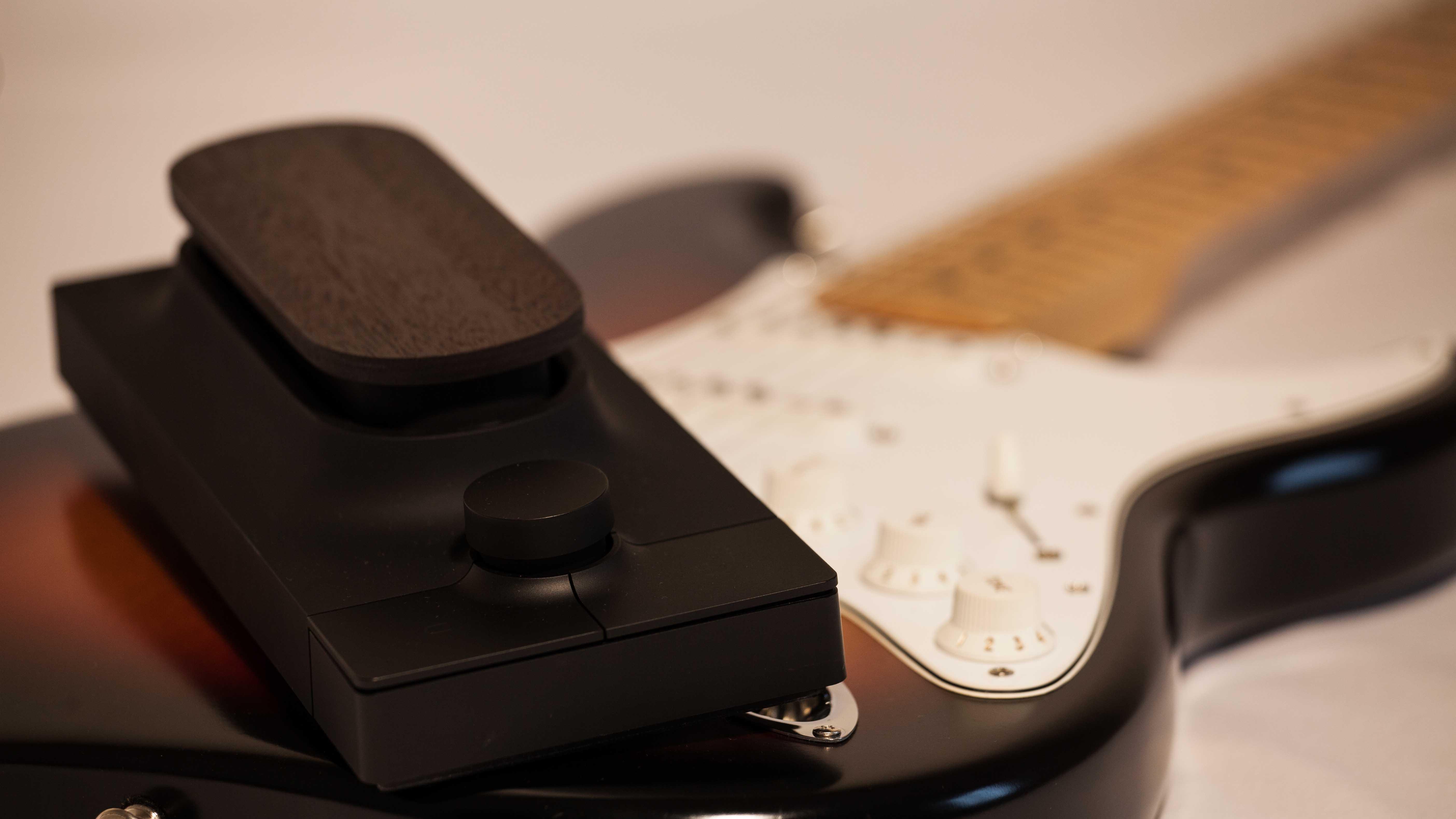 Touché Controller vs strumento tradizionale Pic. A. Panella - Touché - Expressive E - Touch Me.