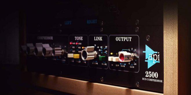 API 2500 Bus compressor per UAD